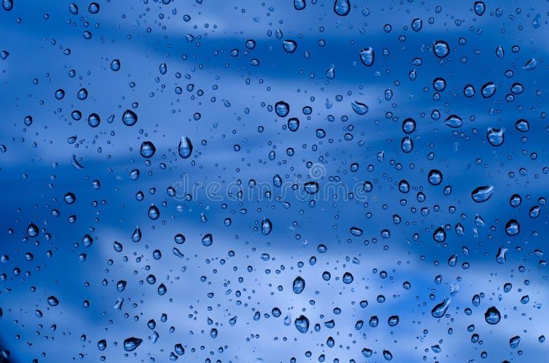 De groene achtergrond van waterdalingen royalty-vrije stock fotografie
