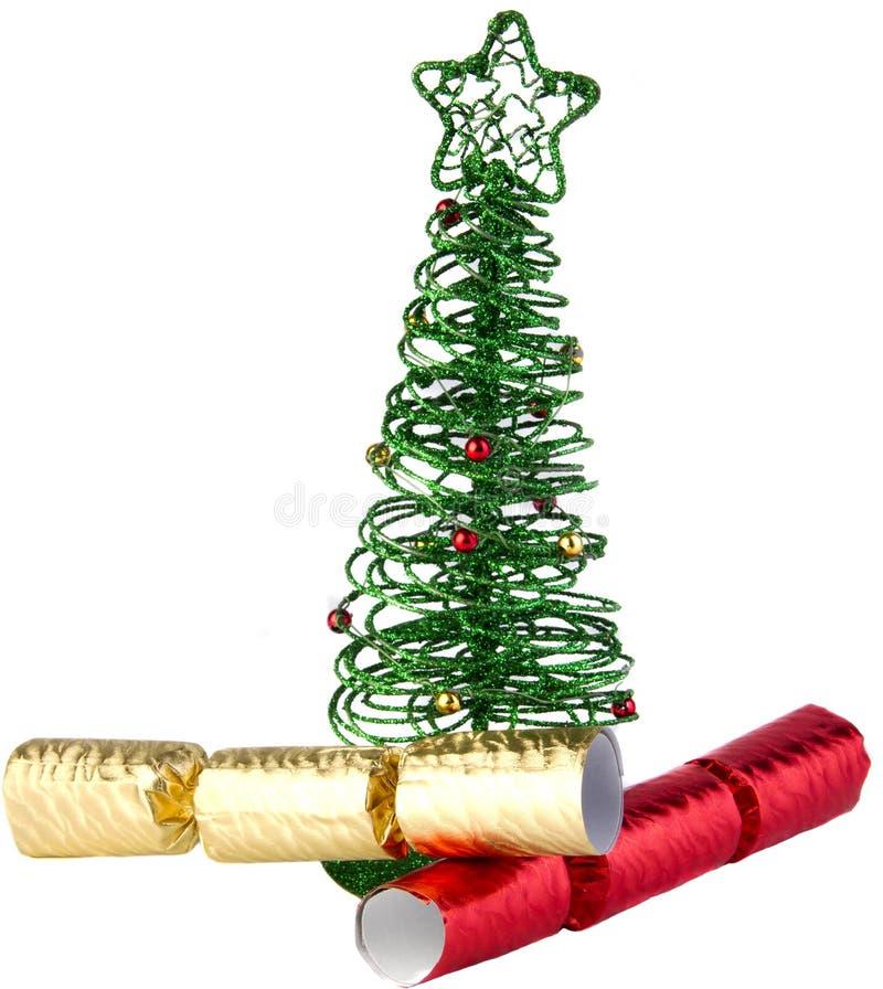 De groene boom van draadKerstmis met crackers stock foto