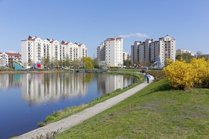 De groene gebieden verfraaien de woonwijk royalty-vrije stock afbeeldingen
