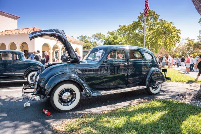 De groene Luchtstroom van Chrysler van 1935 bij het het 32ste Jaarlijkse Depot Klassieke Car Show van Napels royalty-vrije stock foto's