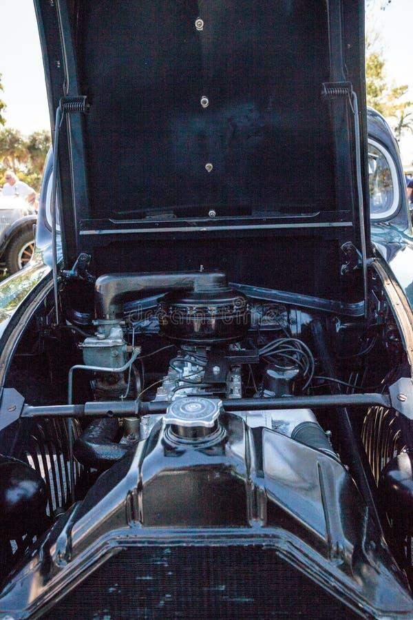 De groene Luchtstroom van Chrysler van 1935 bij het het 32ste Jaarlijkse Depot Klassieke Car Show van Napels royalty-vrije stock afbeeldingen