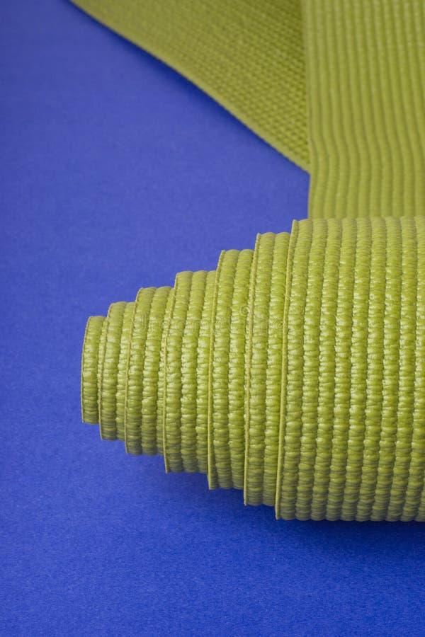 De groene Mat van de Yoga stock foto's