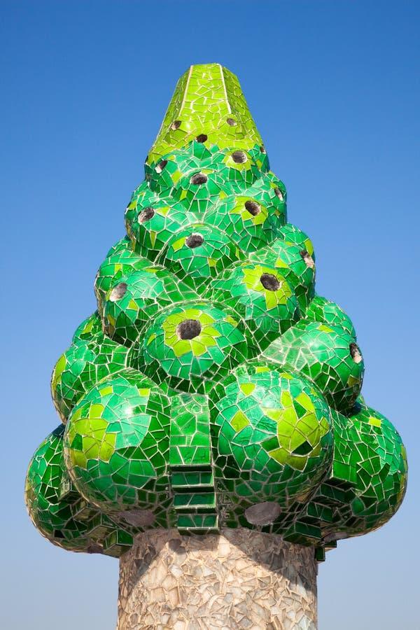 De groene mozaïekschoorsteen van Palau G?ell royalty-vrije stock afbeeldingen