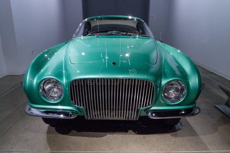 De groene Ontdekkingsreiziger van Plymouth van 1954 door Ghia stock foto's