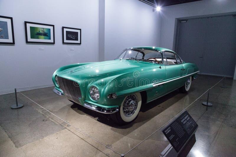 De groene Ontdekkingsreiziger van Plymouth van 1954 door Ghia royalty-vrije stock foto