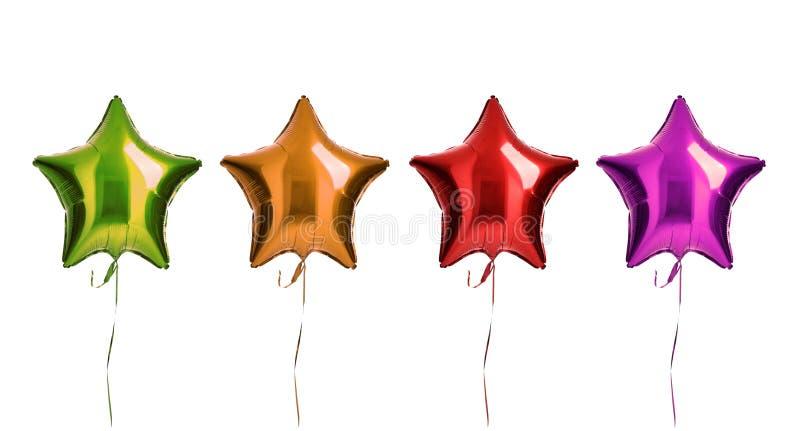 De groene oranjerode en purpere metaaldiesamenstelling van sterballons heeft voor verjaardagspartij op een wit wordt geïsoleerd b royalty-vrije stock foto
