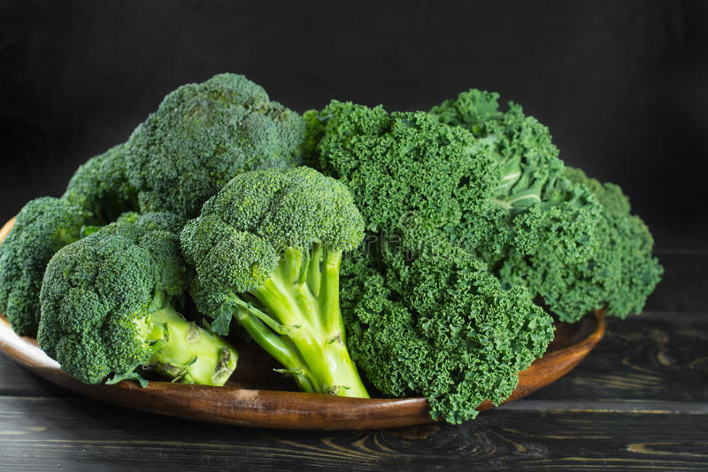 De groene winter superfood - Boerenkool groene kool, broccoli stock afbeelding