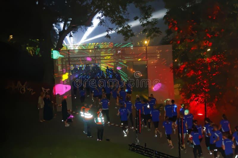 De groep agenten in blauwe kleding, laser toont royalty-vrije stock foto
