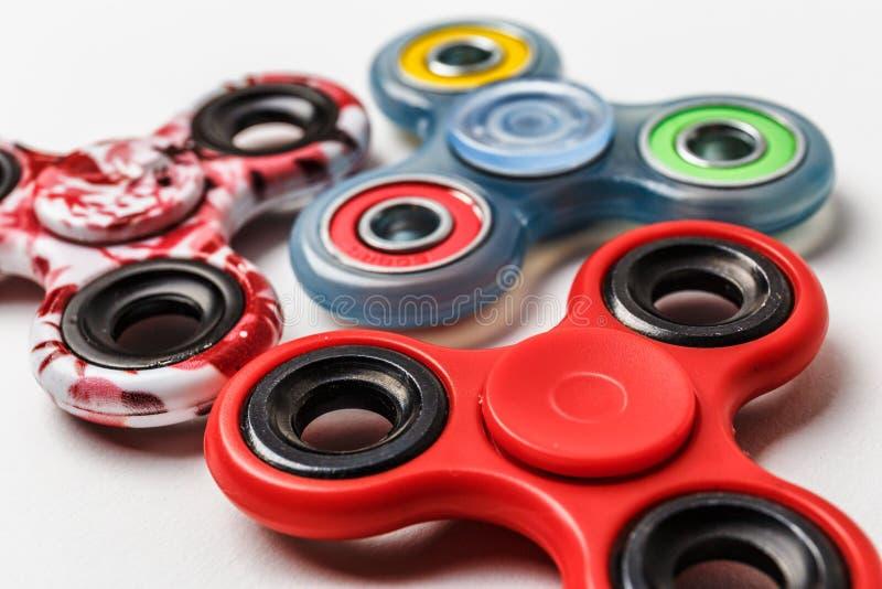 De groep friemelt het verlichtende stuk speelgoed van de spinnerspanning stock foto