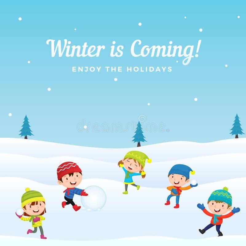 De groep gelukkige jonge geitjes geniet van speel sneeuwbal met vrienden in wintertijd vectorillustratie als achtergrond De kaart royalty-vrije illustratie