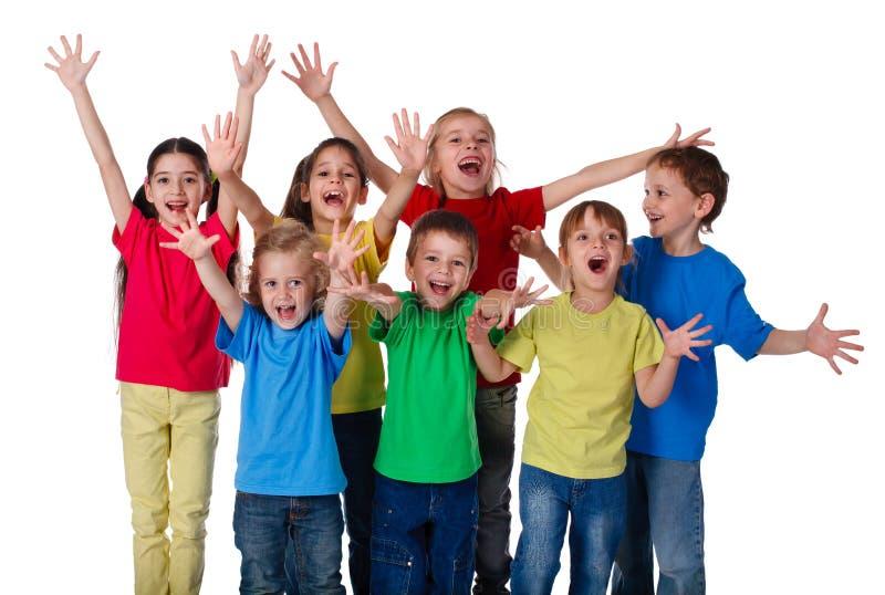 De groep kinderen met handen ondertekent omhoog royalty-vrije stock fotografie