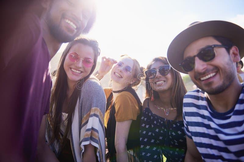 De groep mensen nam een selfie bij partij royalty-vrije stock foto's