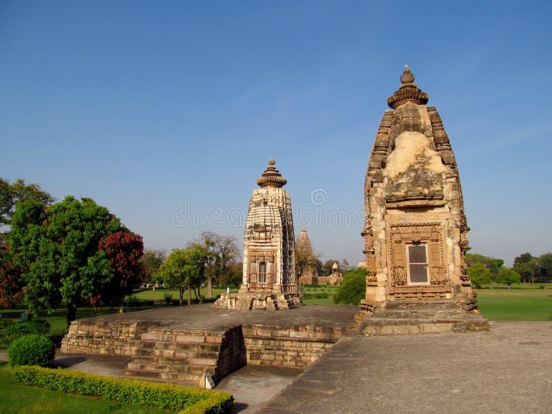 De Groep van de Khajurahotempel Monumenten in India met erotische beeldhouwwerken op de muur stock fotografie