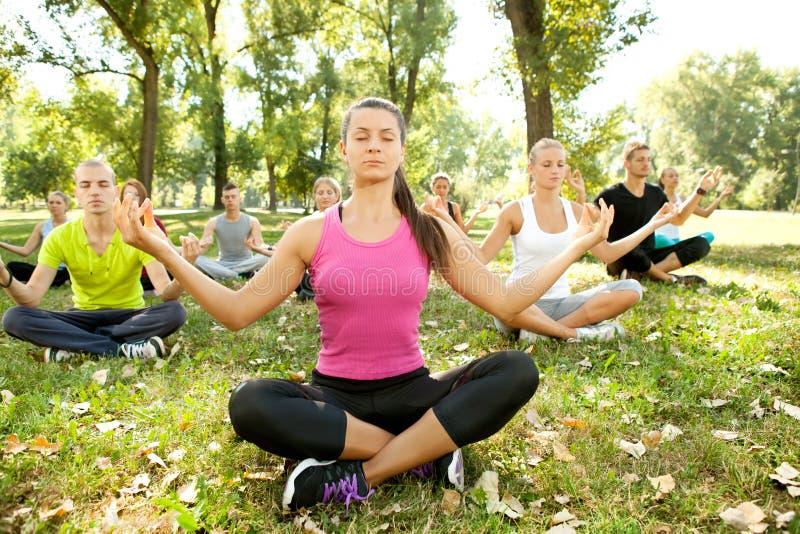 De groep van de meditatie stock fotografie