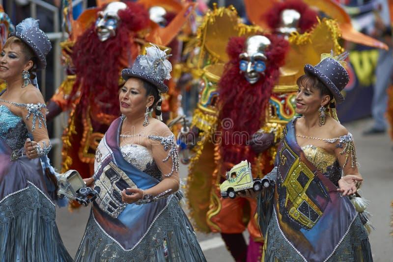 De groep van de Morenadadans in Oruro Carnaval in Bolivië stock afbeeldingen