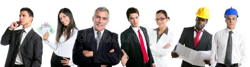 De groep van het bedrijfsmensenteam in een lijnrij isoleert stock foto's