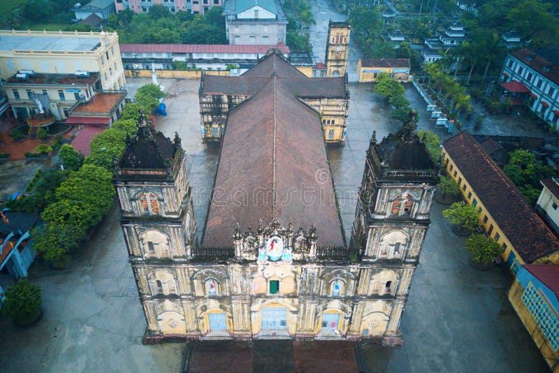 De grootste oude kerk in Vietnam stock afbeelding