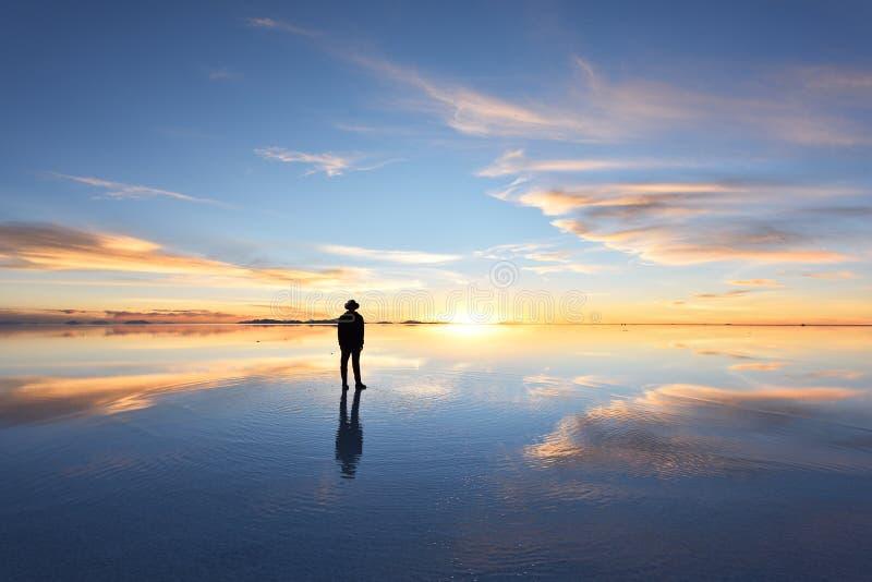 De grootste zoute vlakte van de wereld, Salar de Uyuni in Bolivië stock foto