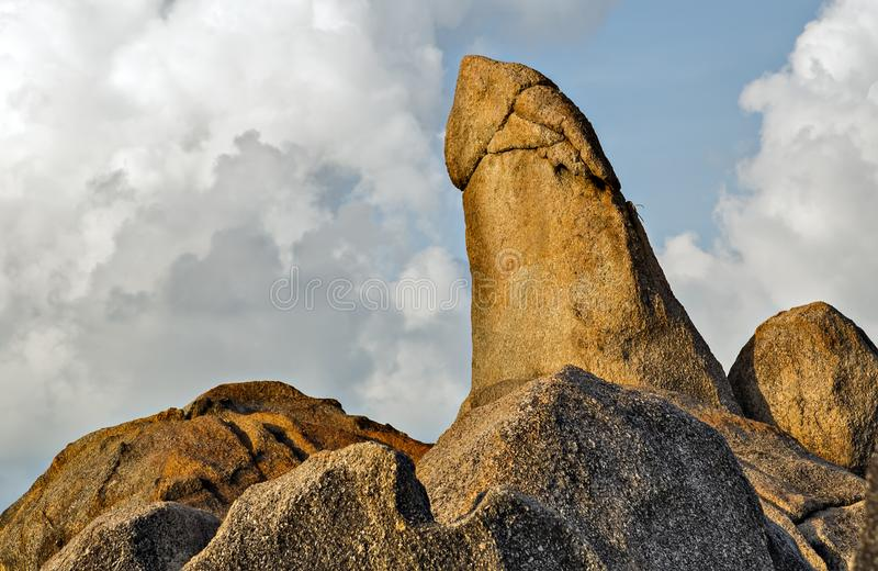 De Grootvaderrots, een penis gevormde pijler Thailand stock foto