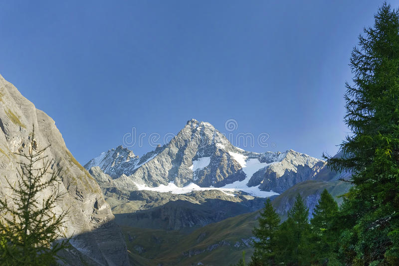 De Grossglockner-berg van het zuiden wordt gezien dat stock afbeelding