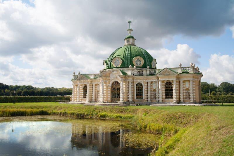 De Grot in Kuskovo-park, Moskou royalty-vrije stock afbeeldingen
