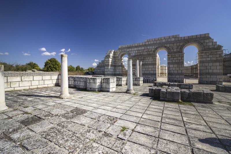 De Grote Basiliek van Pliska stock afbeelding
