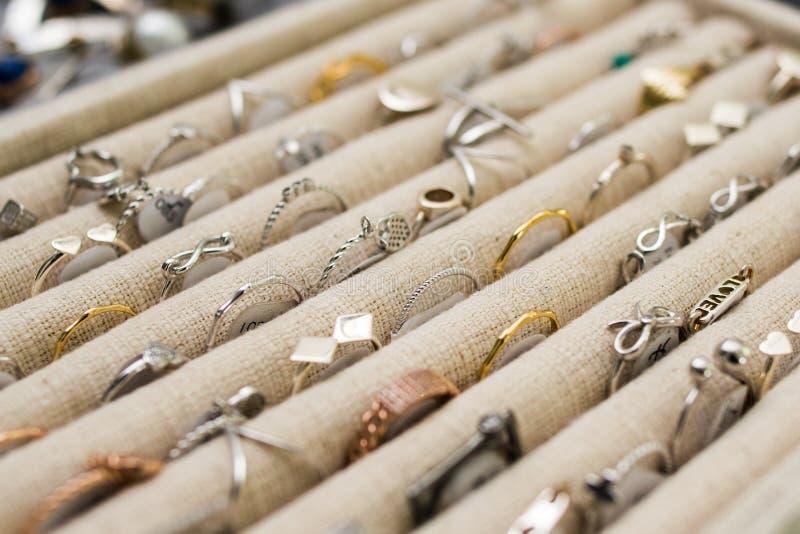 De Grote Bazaar van Istanboel - juwelenwinkel stock afbeeldingen