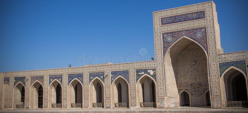 De grote binnenplaats van Kalyan Mosque in Boukhara, Oezbekistan stock afbeeldingen