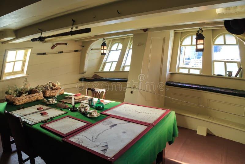 De grote cabine in een replica van Kapiteinscook's schip 'Inspanning ', Sydney, Australië royalty-vrije stock foto's