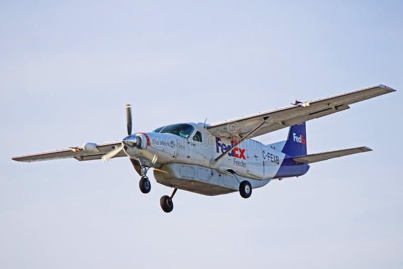 De Grote Caravan Front Side View van Fedex Cessna 208B stock afbeeldingen