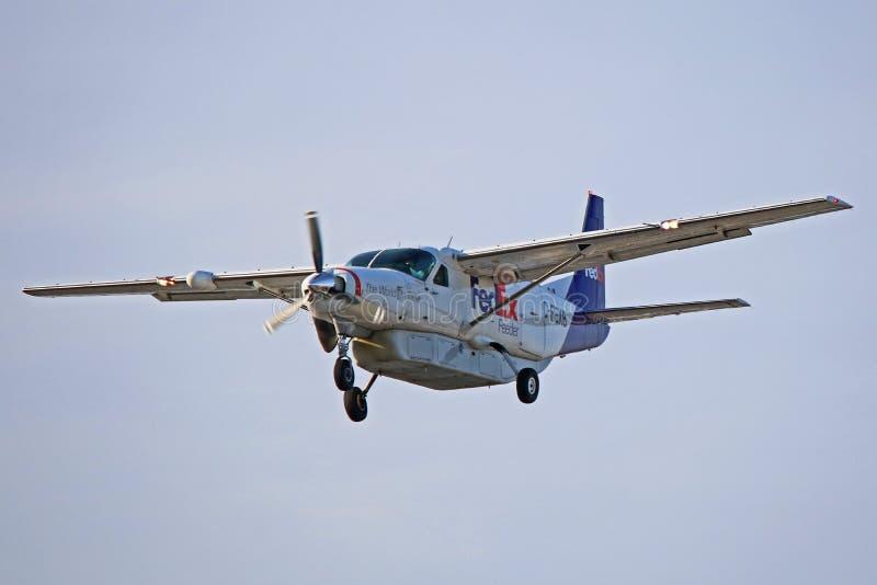 De Grote Caravan Front View van Fedex Cessna 208B stock afbeelding