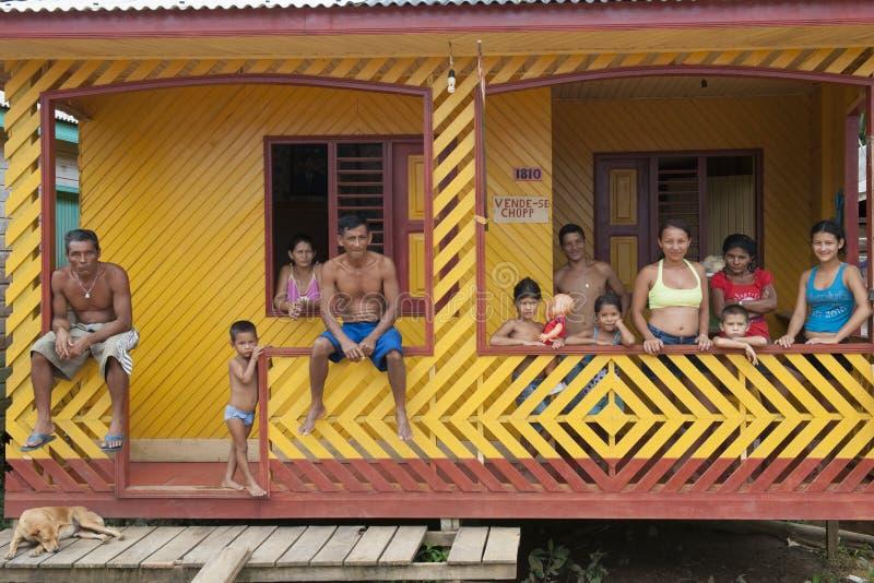 De grote Familie van Indigenouse stock fotografie