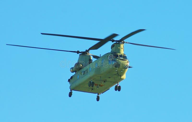 De grote Helikopter van de de marineoorlog van Kanon militaire antivliegtuigen royalty-vrije stock foto's
