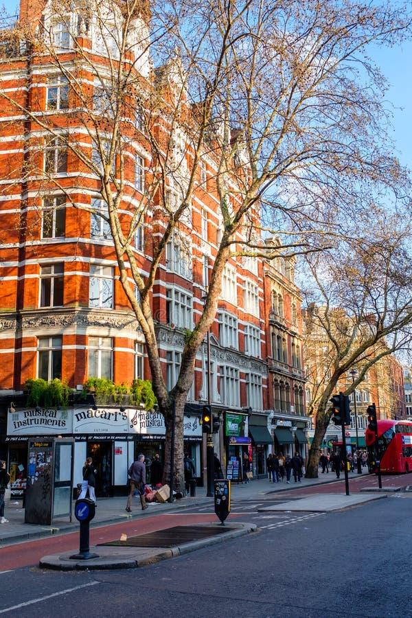 De grote huizen van de baksteenflat in Londen royalty-vrije stock foto
