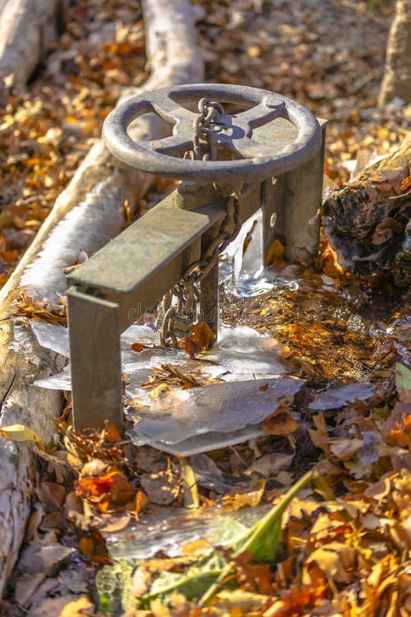De grote klep voor een pijp oogst waterstroom royalty-vrije stock foto's