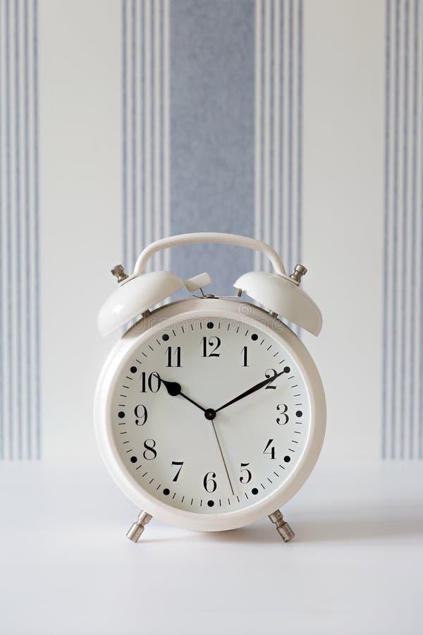 De grote klok verzekert omhoog kielzog stock afbeelding