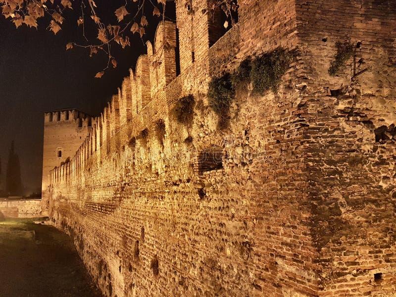 de grote muur van Verona& x27; s kasteel stock foto