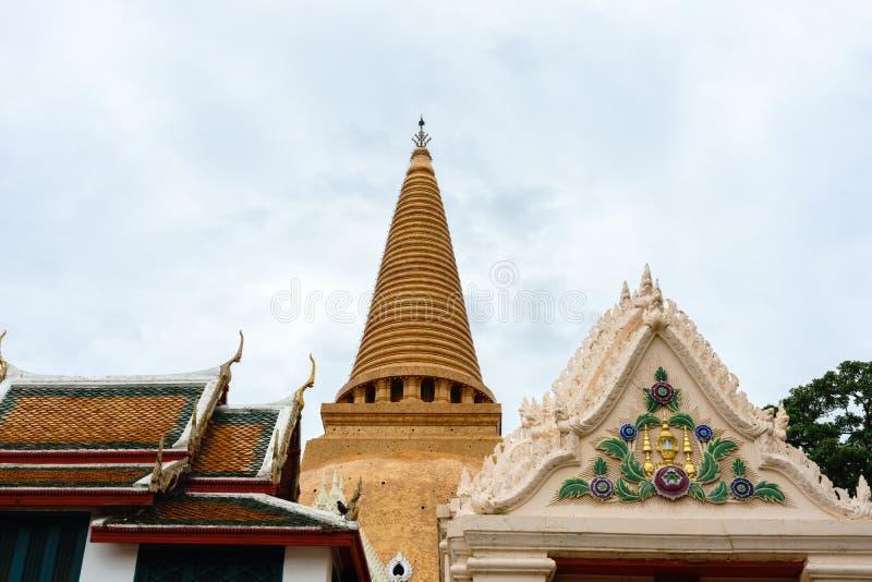 De Grote pagode van Phrapathom Chedi, de Provincie van Nakhon Pathom, Thailand royalty-vrije stock foto