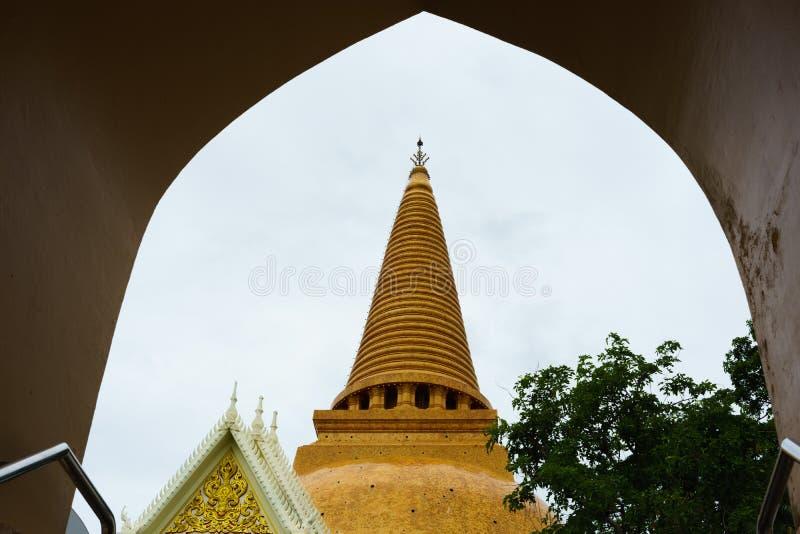 De Grote pagode van Phrapathom Chedi, de Provincie van Nakhon Pathom, Thailand royalty-vrije stock afbeelding