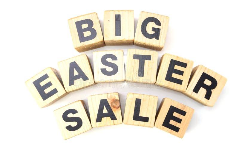 de grote Pasen-brieven van het verkoopalfabet op witte achtergrond royalty-vrije stock afbeelding