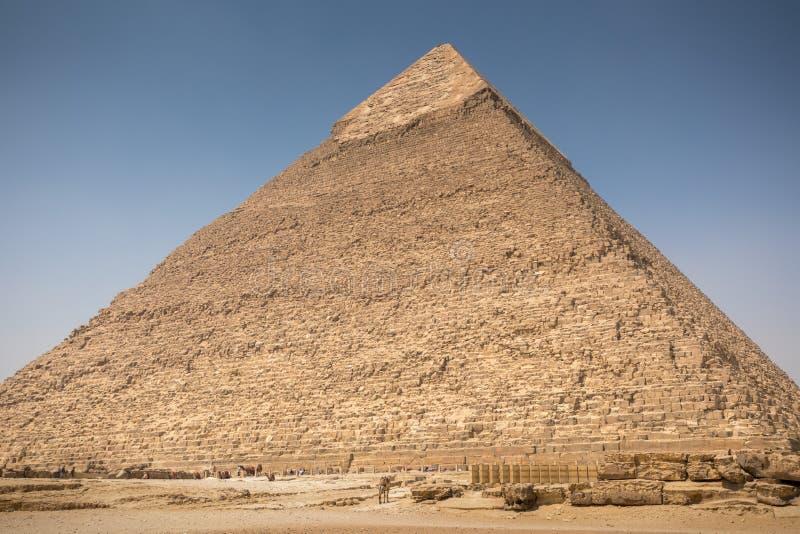De Grote piramide met blauwe hemel royalty-vrije stock afbeelding