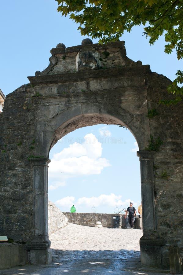 De Grote Poort (Velum Vrata) in Buzet, Kroatië stock afbeeldingen