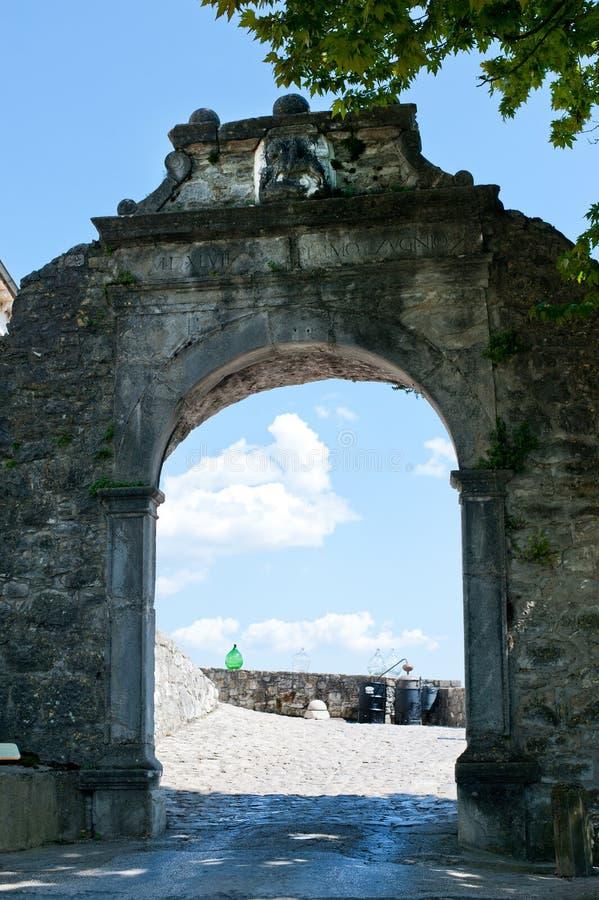 De Grote Poort (Velum Vrata) in Buzet, Kroatië stock foto's
