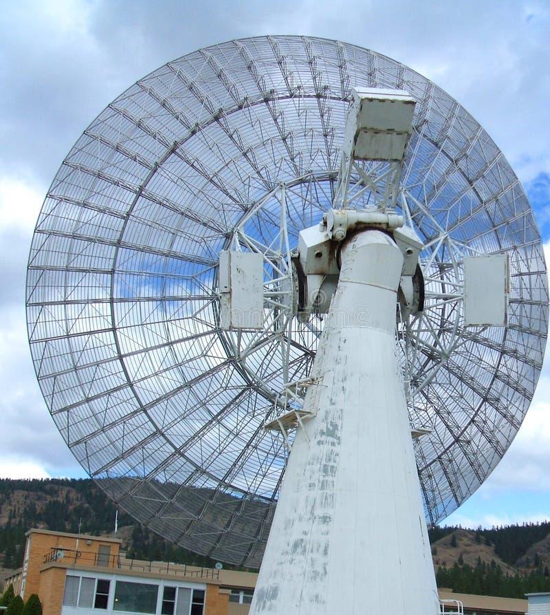 De grote radiotelescoop van 26 m bij het Heerschappij Radio Astrofysische Waarnemingscentrum Kaleden BC royalty-vrije stock foto's