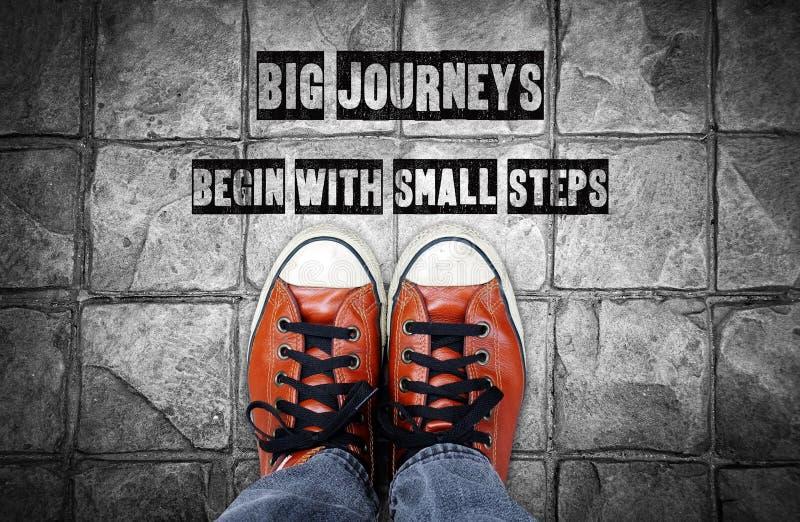 De grote reizen beginnen met kleine stappen, Inspiratiecitaat vector illustratie