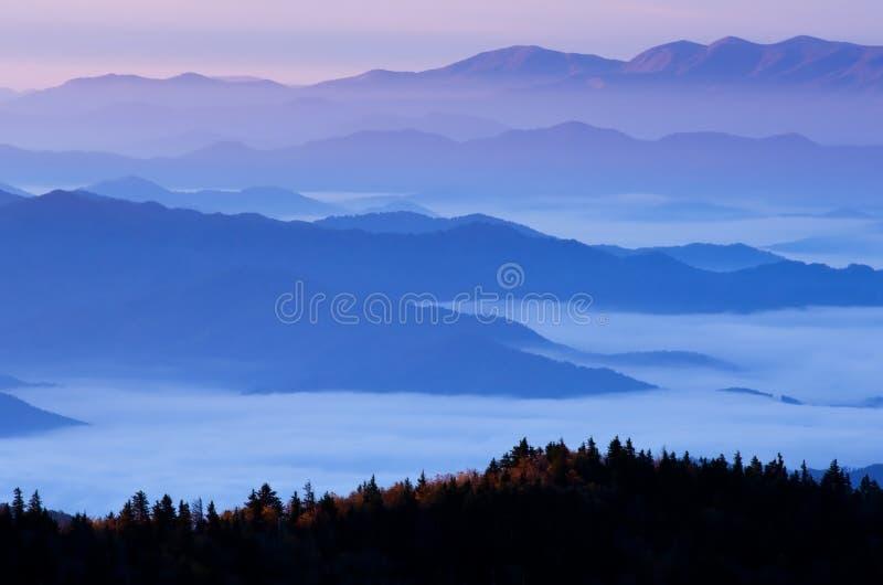 De Grote Rokerige Bergen van de zonsopgang royalty-vrije stock foto