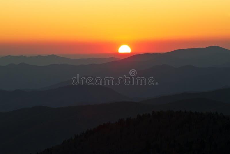 De grote Rokerige Zonsondergang van Bergen royalty-vrije stock afbeeldingen