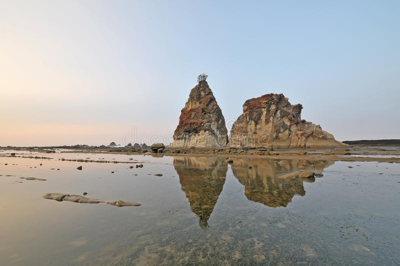 De grote rots van Sawarna stock afbeeldingen