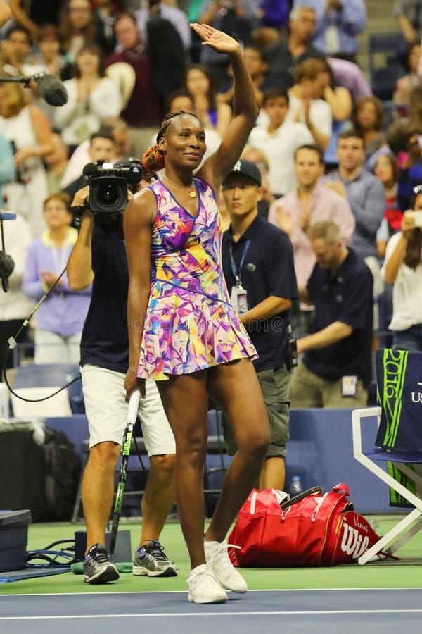 De grote Slagkampioen Venus Williams van Verenigde Staten viert overwinning na haar ronde gelijke 3 bij US Open 2016 royalty-vrije stock foto's