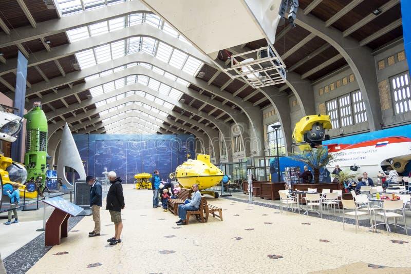 De Grote Zaal met beroemde bathyscaphes in het maritieme museum La Cite DE La Mer in Cherbourg, Frankrijk stock fotografie